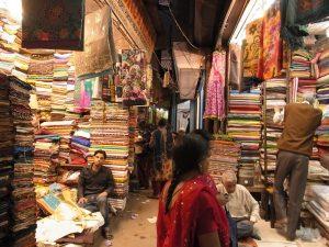 インドでサリーを購入する方法と値段・着方をご紹介