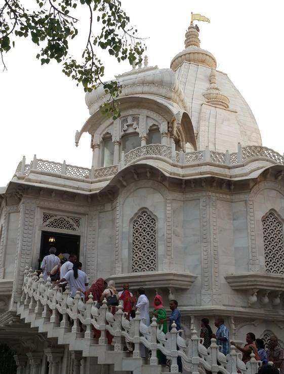 クリシュナ・バララム寺院
