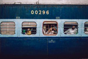 満員電車ってホント??インドで電車に乗る方法と注意点